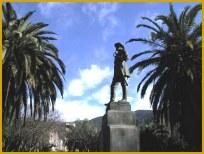 Monumento in bronzo dedicato a Carlo Pisacane.
